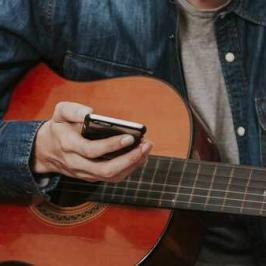 Top 10 Awesome Apps to Help You Learn Guitar
